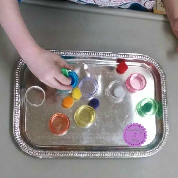 rainbow-pill-bottle-pompom-tray