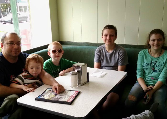 K's Hamburger Shop Family