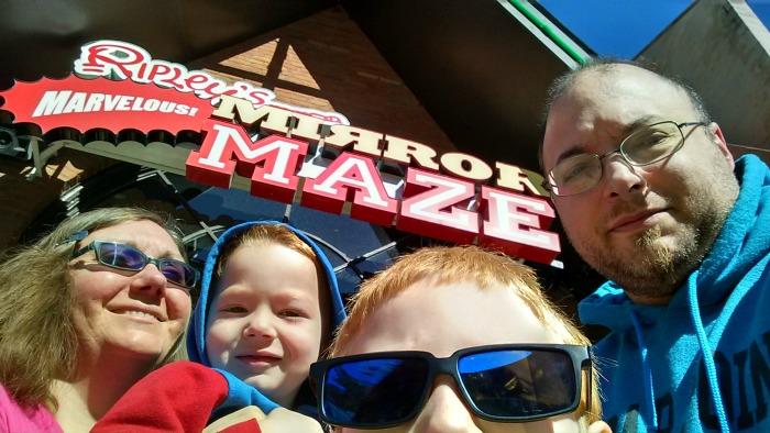 mirror maze selfie